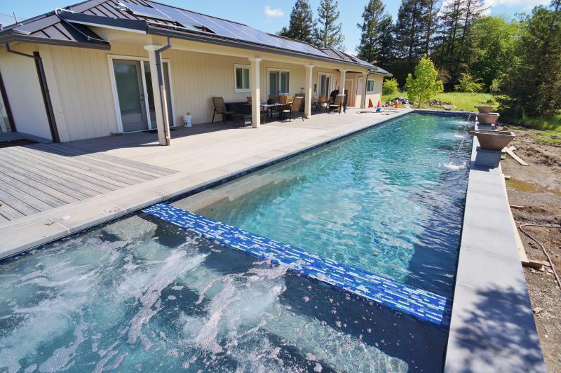 New pool/spa/deck construction nearing completion. New pics coming soon! - Bella Terra Healdsburg - Healdsburg - rentals