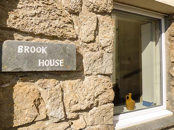 BROOK HOUSE, private beach access, sea views, pet-friendly, Sennen Cove, Ref 932664 - Image 1 - Sennen Cove - rentals