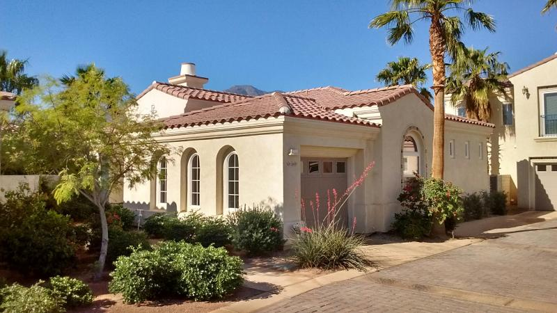 3 BR Luxurious Spanish Villa Retreat in La Quinta - Image 1 - La Quinta - rentals