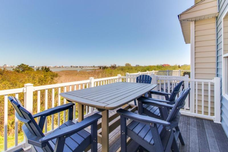 Modern, multi-level bayview condo w/well-appointed patio & balcony + shared pool - Image 1 - Ocean City - rentals