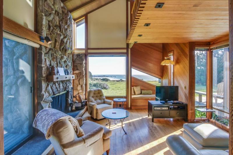 Beautiful ocean bluff retreat w/ private hot tub, sauna, & shared pool! - Image 1 - Sea Ranch - rentals
