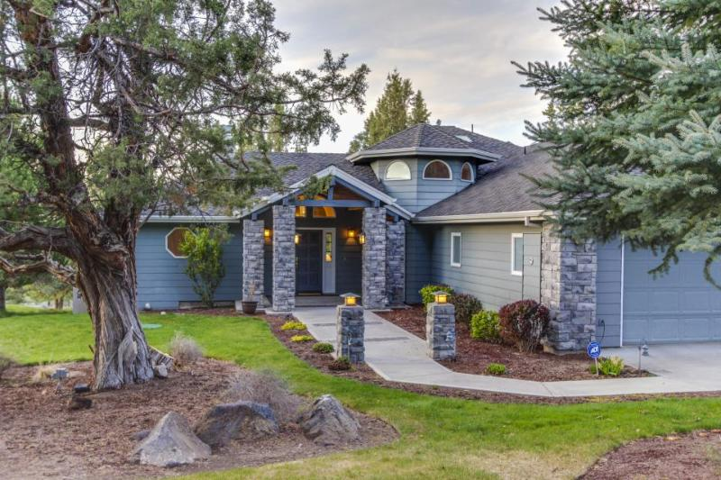 Luxurious home w/ shared pool, hot tub & entertainment - golf views! - Image 1 - Redmond - rentals