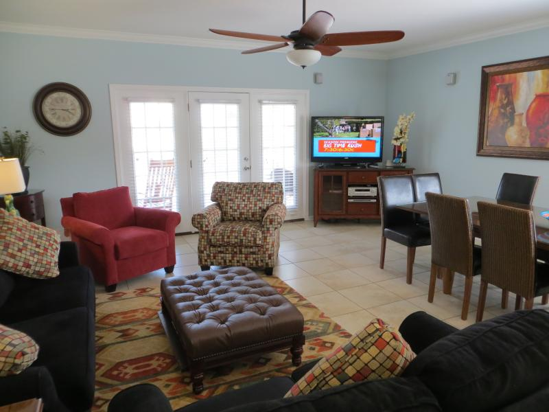 Spacious and comfortable living area on main level. - Abe's Corner: 5BR 5BA, 2nd Row, Private Pool! - Surfside Beach - rentals