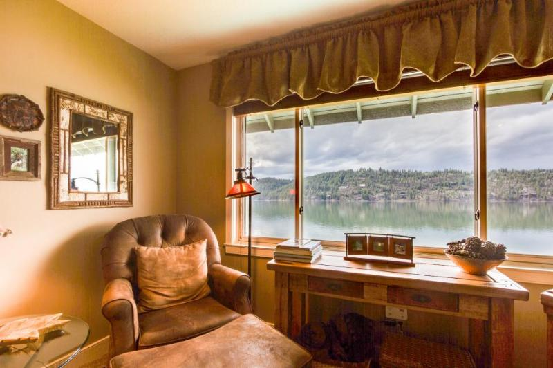 Lakefront condo with fantastic Coeur d'Alene views & pool! - Image 1 - Harrison - rentals