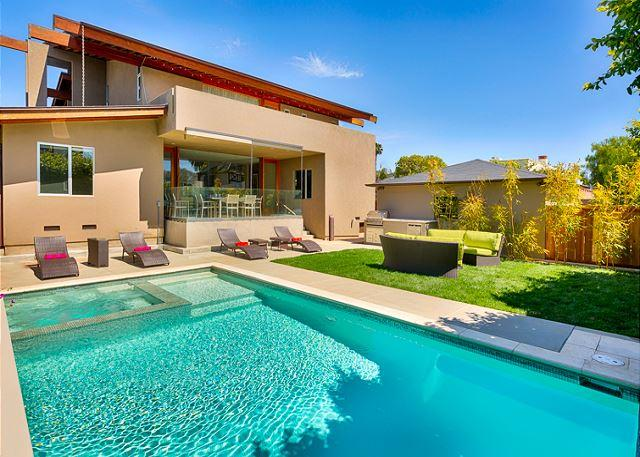Beautiful new salt water pool with seating area, fire pit and bar-b-que - Private pool and spa - just two blocks from the beach - La Jolla - rentals
