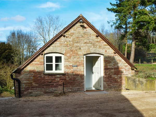 MILL COTTAGE, WiFi, former watermill, luxurious accommodation, wood-fired hot tub, Tenbury Wells, Ref 932218 - Image 1 - Tenbury Wells - rentals