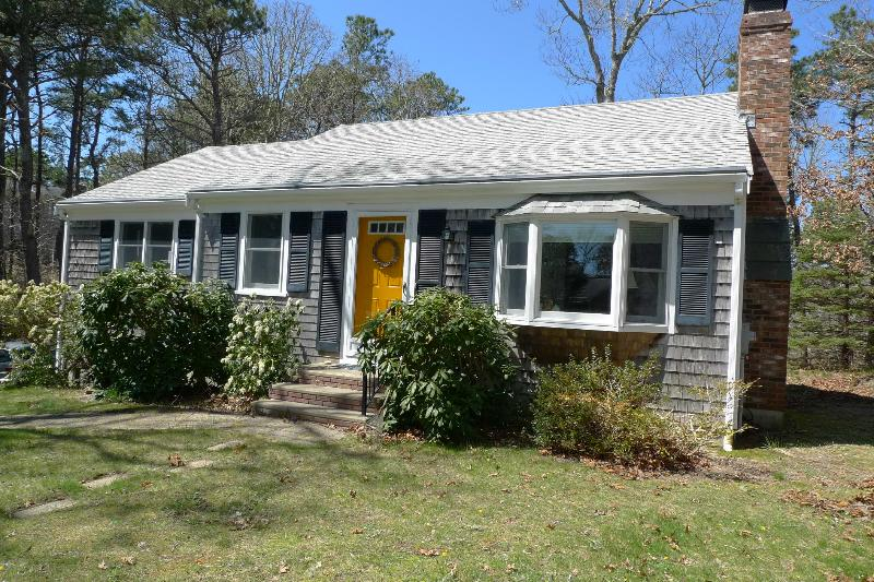 Pond rights, includes Bikes, Kayaks...Updated Home near beaches, private & cool! - Image 1 - Brewster - rentals