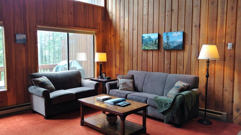Comfortable living room with sleeper sofa. - Beautiful Condo on Whitefish Mountain! - Whitefish - rentals