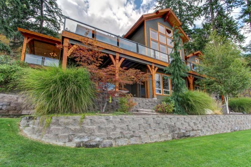 Incredible lakefront estate w/ private dock & room for 8. - Image 1 - Chelan - rentals