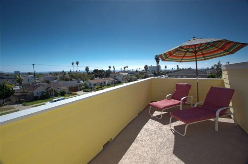 Your own private roof deck with blue water views! - Modern loft with shared pool, 4 blocks to beach! - Pacific Beach - rentals