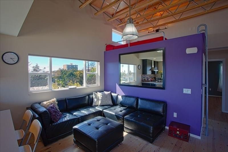 Modern loft with shared pool, 4 blocks to beach! - Image 1 - Pacific Beach - rentals