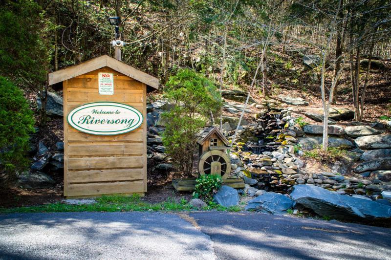 Riversong - Gatlinburg TN - SUPER SEPT SPECIAL ONLY  150/nt Fire Pit Hot Tub!! - Gatlinburg - rentals