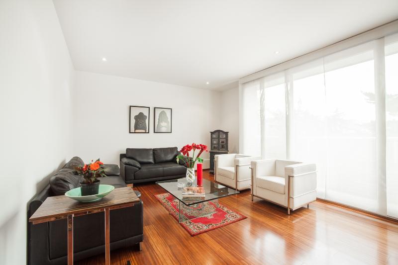Luminous 2 Bedroom Apartment in Rosales - Image 1 - Bogota - rentals