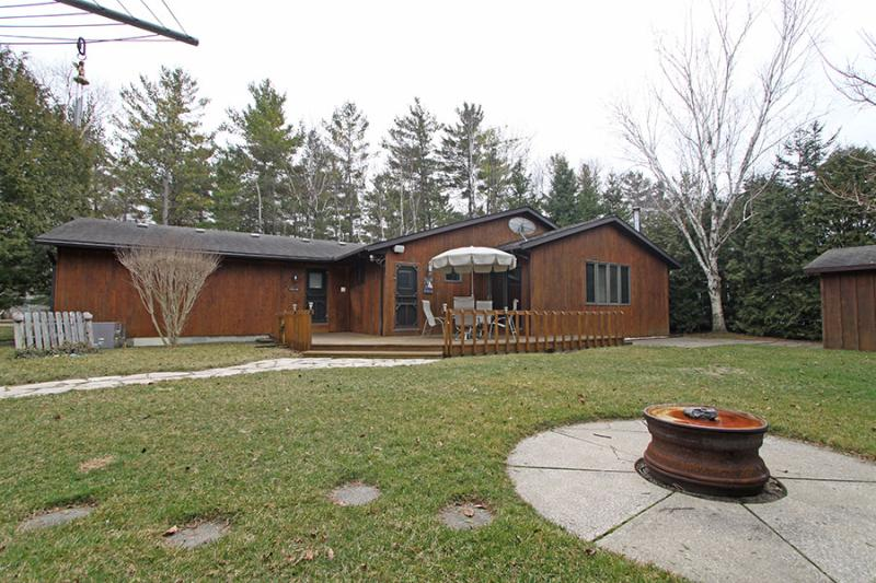 Pinetrail Place cottage (#1036) - Image 1 - Lambton Shores - rentals