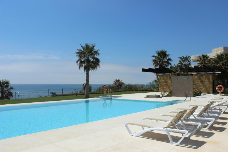 1856 - 3 bed apartment, Horizon Beach, Estepona - Image 1 - Estepona - rentals