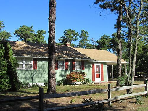 Cute Cottage Under a Mile to Thumpertown Beach - Image 1 - Eastham - rentals
