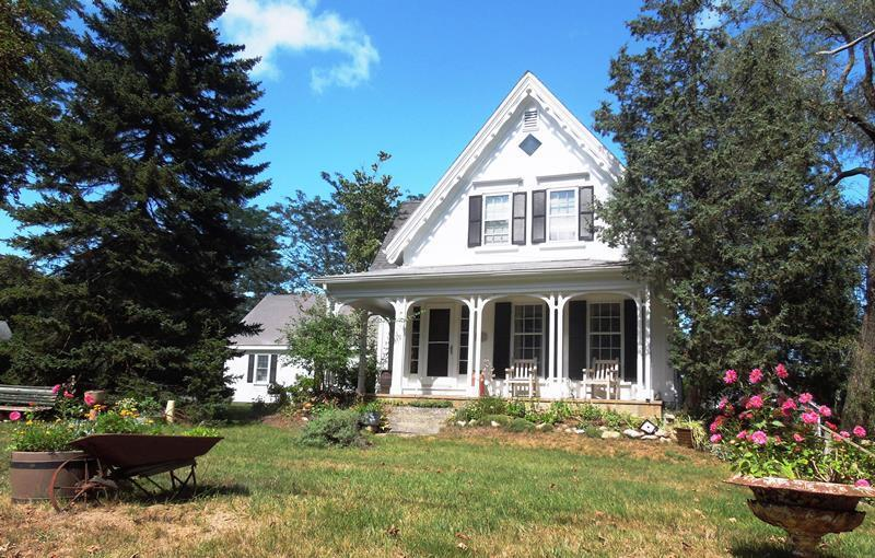Large Victorian Home Near Nauset Beach - Image 1 - East Orleans - rentals