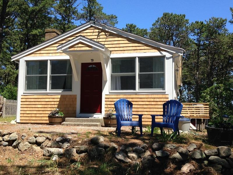 Bright & Airy Cottage Near Indian Neck - Image 1 - Wellfleet - rentals