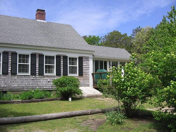 Traditional, Charming Wellfleet Cottage - Image 1 - Wellfleet - rentals