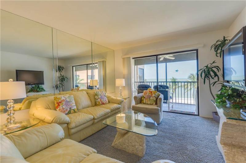 Villa Del Mar 403, 2 Bedrooms, Gulf Front, Elevator, Heated Pool, Sleeps 4 - Image 1 - Fort Myers Beach - rentals