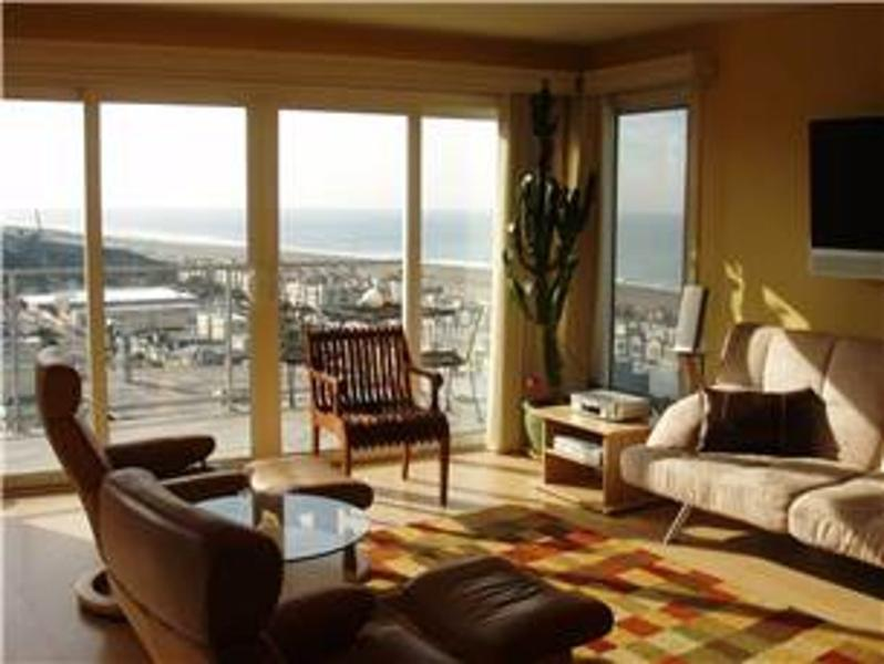 GORGEOUS 3 BEDROOM FLAT WITH VIEWS - Image 1 - Forest Knolls - rentals