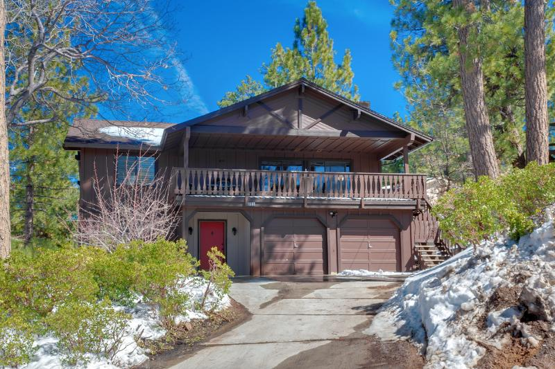 Amazing 4 Bedroom Cabin with Mancave. Steps to Snow Summit.Close to Village&Lake - Luxury 4bedroom Cabin ! 'MANCAVE' , Walk to Summit! 5 minute drive to Lake and Village! - Big Bear Lake - rentals