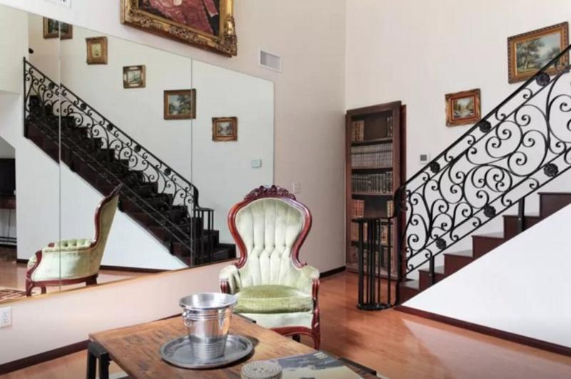 Beautiful 1 Bed 1 Bath Apartment - Image 1 - Highland Park - rentals