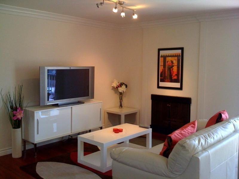 Warm and Welcoming 1 Bedroom Apartment - Santa Monica - Image 1 - Santa Monica - rentals
