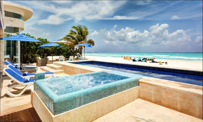 "Private spacious villa - freshwater pool & Jaccuzi - Luxury Villa Beachfront, Private Pool & Jacuzzi, Chef, 4 Master Bdrms, ""Playa"" - Playa del Carmen - rentals"