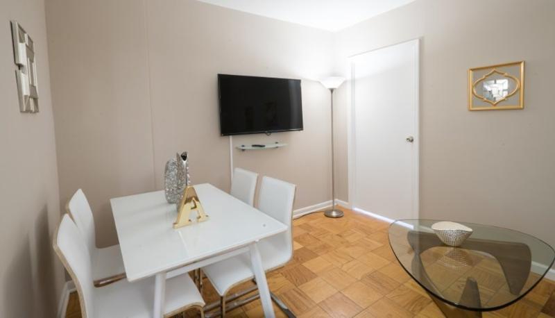 Elegant and Peaceful 2 Bedroom 1 Bathroom Apartment in Upper East Side - Image 1 - New York City - rentals