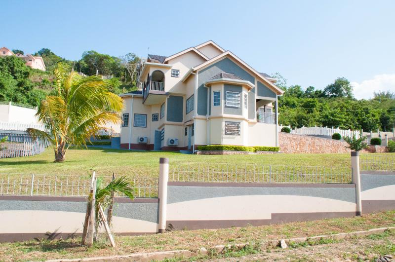 "Front View Villa - My ""Secret Villa"" With Maid, Pool, Golf, Pvt Beach - Runaway Bay - rentals"