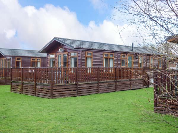 43 GRESSINGHAM, detached log cabin, on-site facilities, parking, in Carnforth, Ref 934308 - Image 1 - Carnforth - rentals