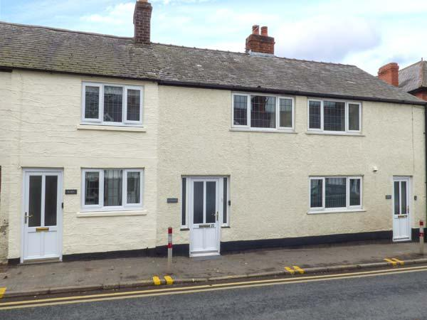ROBIN, in town, close to amenities, woodburner, parking permit, in Ruthin, Ref 932024 - Image 1 - Ruthin - rentals