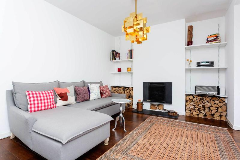 A modern and spacious two storey apartment in between Angel and King's Cross - Image 1 - London - rentals