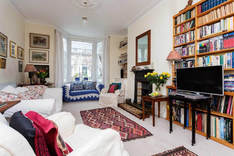A charming and traditional three bedroom house in West London. - Image 1 - London - rentals