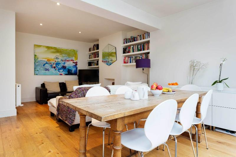 A smart and bright house in Shepherd's Bush - Image 1 - London - rentals