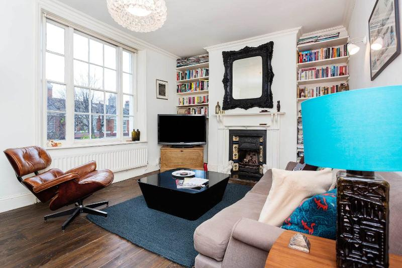 A smart and stylish split-level apartment in East London. - Image 1 - London - rentals