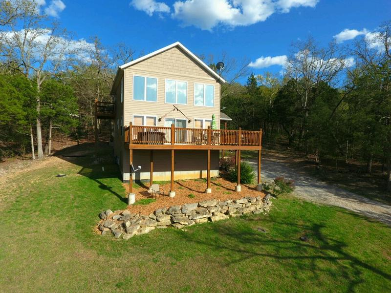 Tall Tree Retreat on Tablerock Lake - Secluded Lakeside Home w/HotTub, 20 min to Branson - Ridgedale - rentals