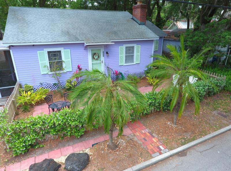 Cottage At Clearwater, 104 years old !  Newly renovated old Florida Cottage.  - Charming Cottage Walk to Bay, 5 min to Beach! - Clearwater - rentals