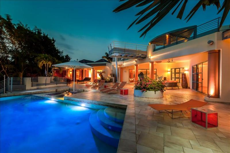 5-bedroom villa with heated pool, sauna & tenniscourt within a minute walk from Plum bay beach - Image 1 - Terres Basses - rentals