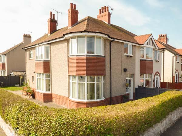 BEACH HOUSE, enclosed garden, pet-friendly, WiFi in Old Colwyn, Ref 930367 - Image 1 - Old Colwyn - rentals