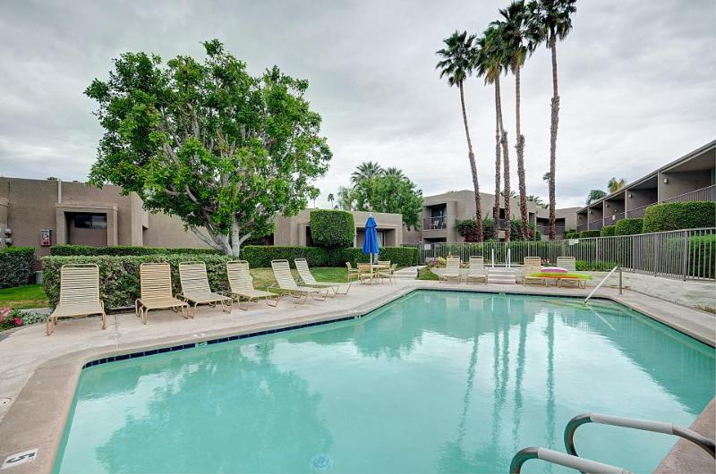 Recently remodeled, sunny condo with shared hot tub & pool! - Image 1 - Palm Desert - rentals