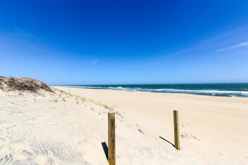 Cozy oceanfront condo with beach views and easy access - Image 1 - Ocean City - rentals