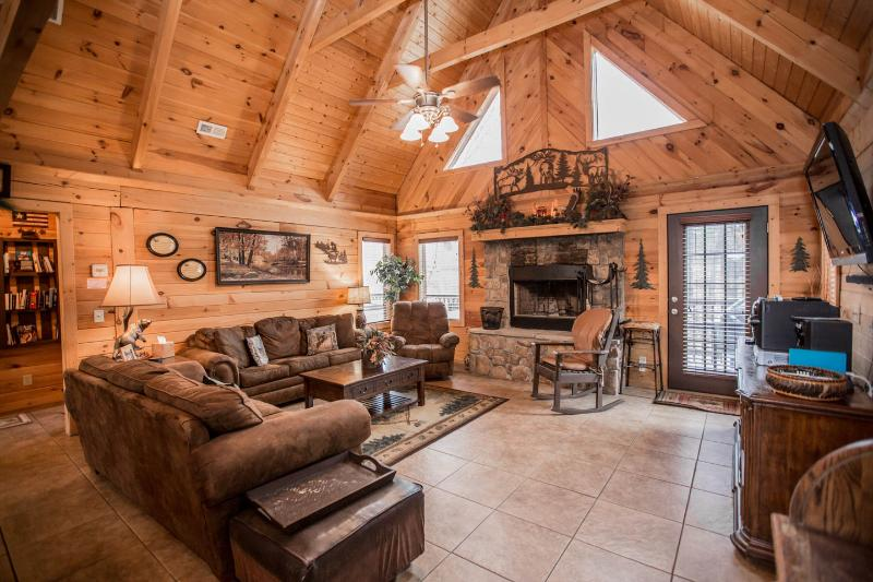 Luxury Log Home 3BR/2Bath  W/Hottub- Near Legends of Golf Tournament - Image 1 - Branson - rentals