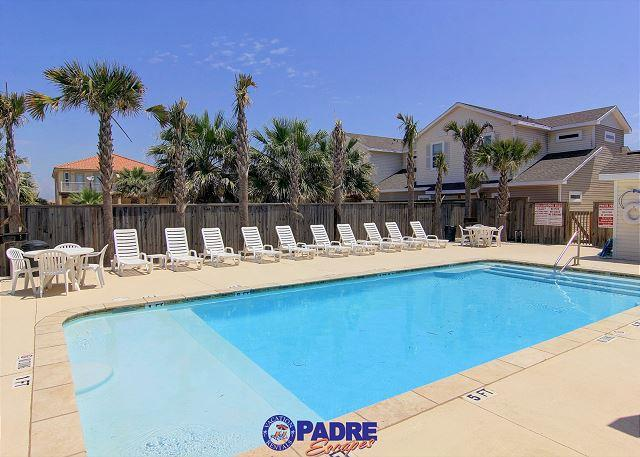 Great pool area for spending time with family and friends - Perfect place for a family wanting to stay together & be close to the Beach! - Corpus Christi - rentals