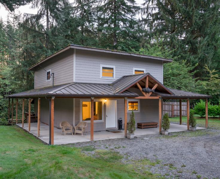 A Cozy River House II Forks, WA - A COZY RIVER HOUSE II Relaxing Riverfront Getaway - Forks - rentals