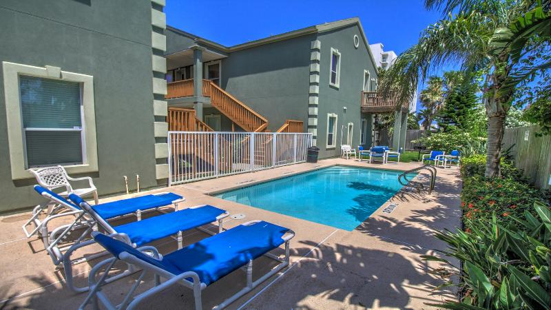 Amazing spring break, WiFi, 4 beds, steps to beach - Image 1 - Port Isabel - rentals