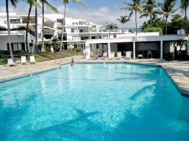 Oceanfront pool has lovely bathrooms with showers - Oceanfront Sea Cliff,A/C, TENNIS, 2  pools jacuzzI - Kailua-Kona - rentals