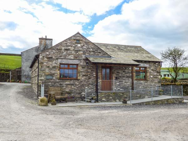 LITTLE CRAKE HOUSE, woodburner, working farm, walks from the door, near Kendal, Ref. 14607 - Image 1 - Kendal - rentals