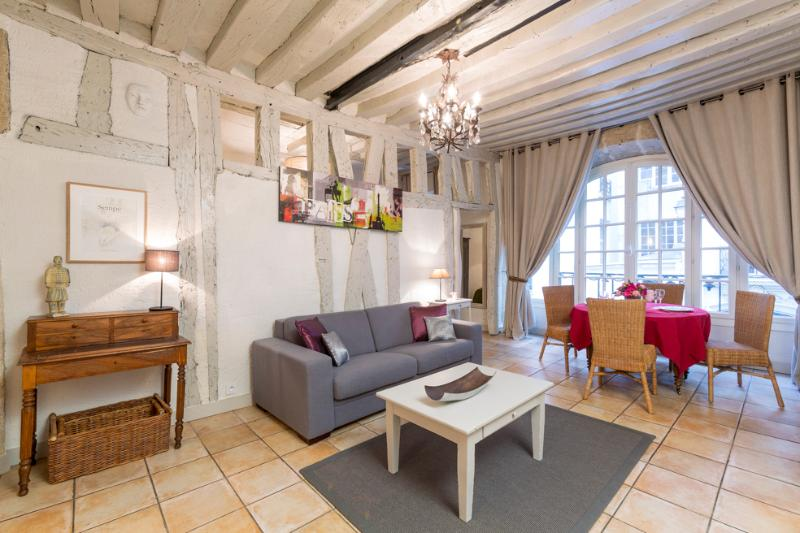 Bourg Vacation Rental in the Marais District - Image 1 - Paris - rentals